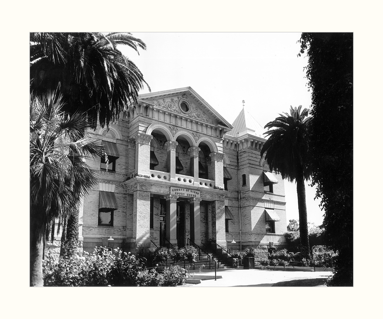 California County Courthouses: Kings